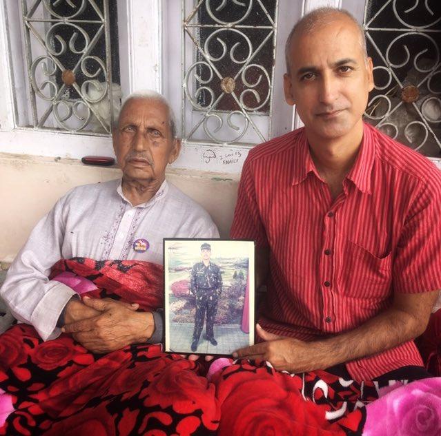 Today met Sh Krishan Lal Kotwal at village Malani in Bhaderwah whose son   SEPOY SANJAY Kr KOTWAL  18 JAKRIF   has immortalized fighting pakis at LOC in Noushera sector of J&K in 2007.   #KnowYourHeroes https://t.co/5hGh3zOpBo