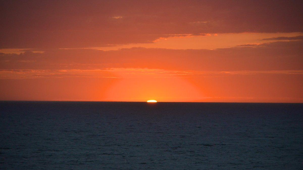 Die Sonnenuntergänge hier können was!#nofilter #spiegelreflex #nikonD5100 pic.twitter.com/TLITxMeRlz
