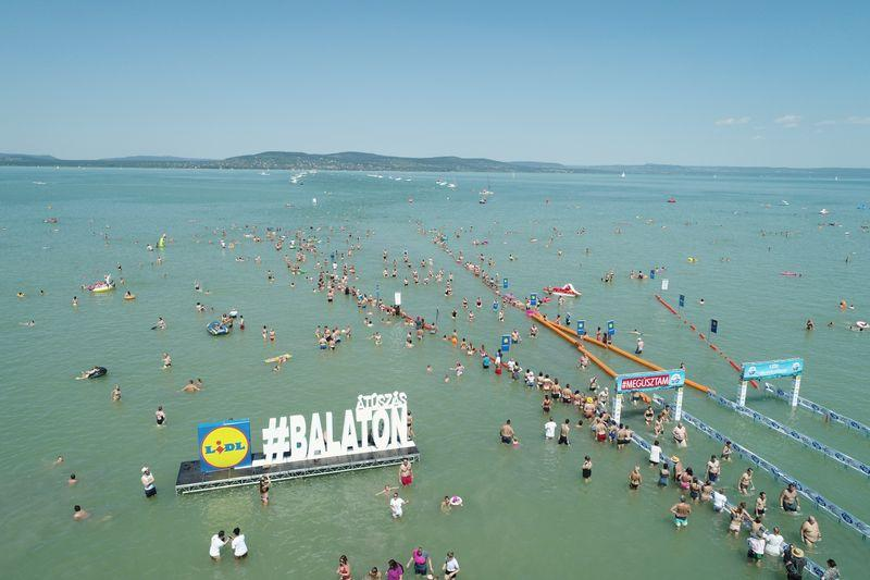 Thousands dive into balmy Lake Balaton in Hungary for swimming contest https://t.co/wLiRXyErMX https://t.co/a2HPpEsyxP