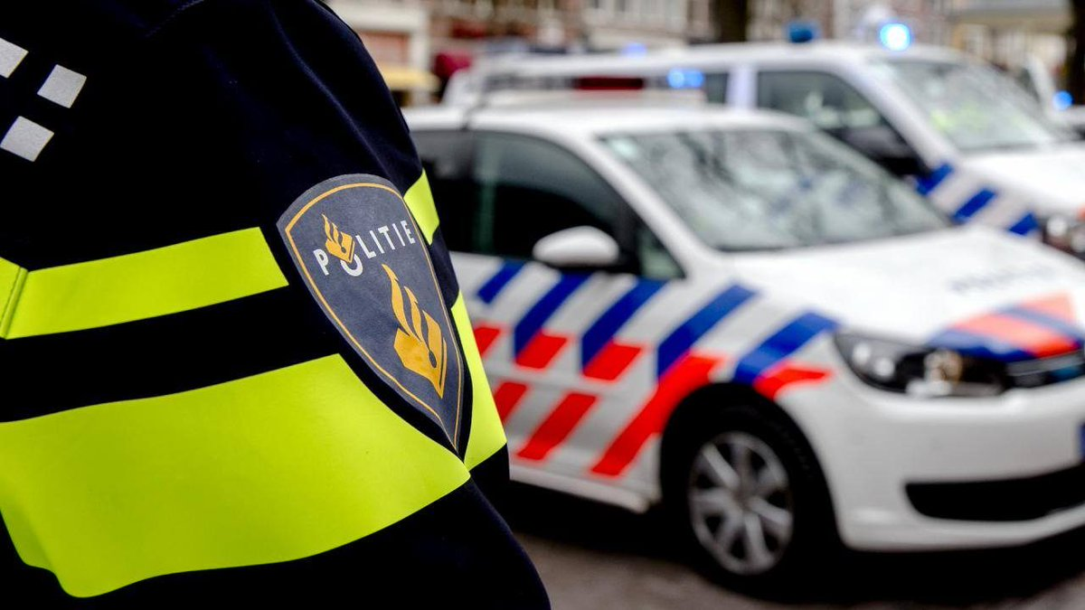 Politie schrijft bekeuringen uit bij motorcontrole in Den Bosch..