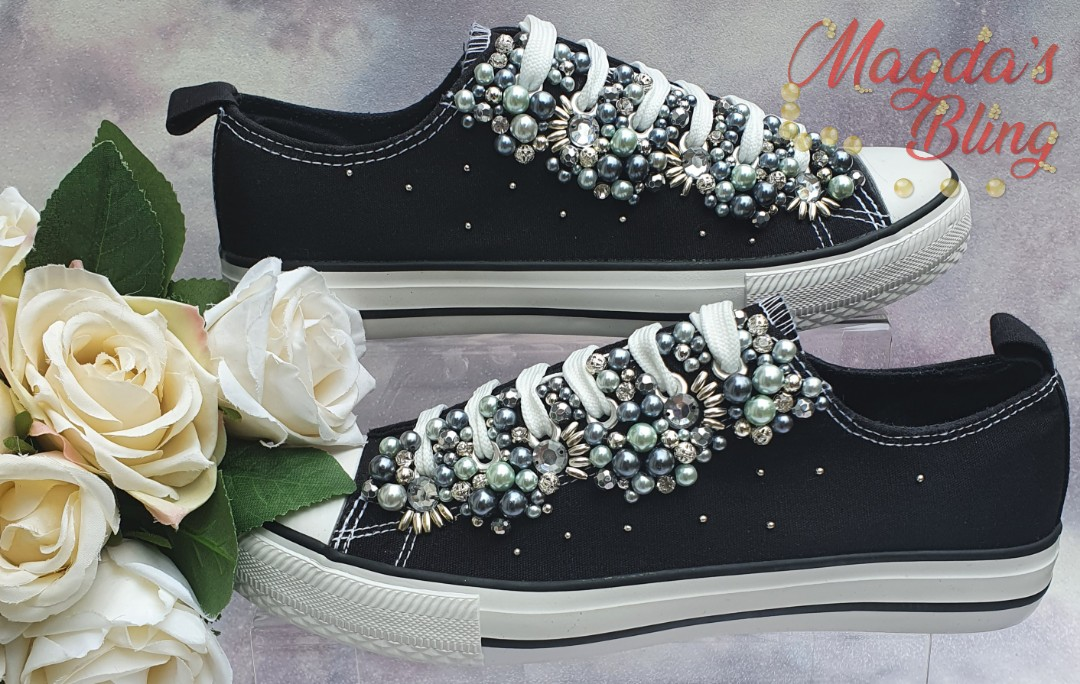 Finally finished my mum's trainers, fully customised by her.  #trainers #sneakers #shoes #shoesdesign #shoestagram #shoesoftheday #shoestyle #fashionshoes #fashionshoestyle #instashoes #bespokeshoes #bespokeshoemakers #styleinspo #bling #blingshoes #sparkleshoes #uniqueshoespic.twitter.com/5LkO2T29fx