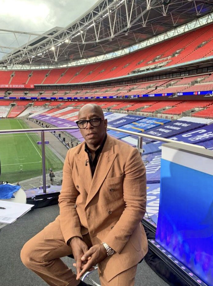 @Lord_Sugar @IanWright0 The suit is sand colour, whats racist about that?