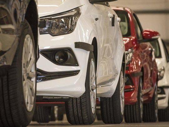 Patentamientos | Caída del 39,3% en julio y del 38,7% en siete meses 📉🚘.  Durante el mes de julio, se patentaron 30.288 automotores, un 39,3% menos que en igual mes de 2019, indicó @acaraoficial en su informe mensual.  📝Nota Completa⬇️  https://t.co/B3JpjiNjht https://t.co/AnuqrBrgHo