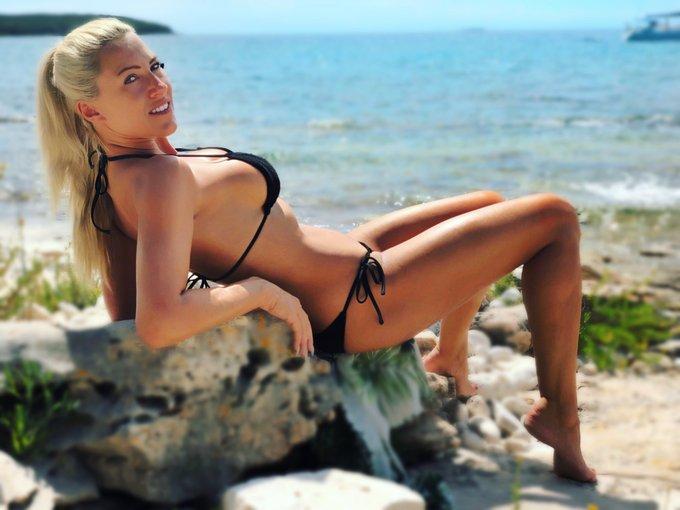 ☀️ Fernweh ☀️ #daynia #mydirtyhobby #fernweh #vacation2019 #croatia #beach #bikini #bikinigirl #memories