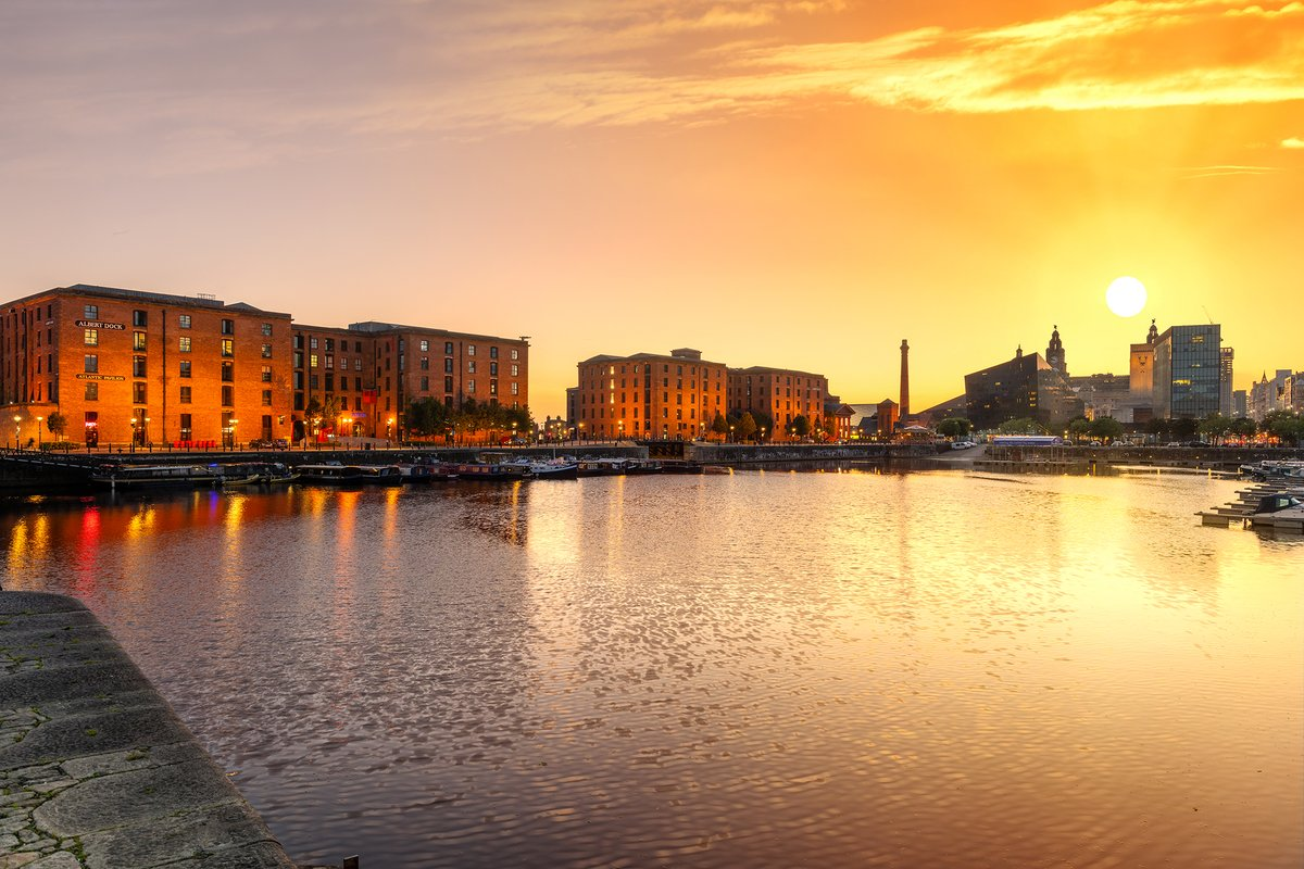 Lovely sunset over #Liverpool. View from Salthouse Dock. https://t.co/EgnehIJDjv