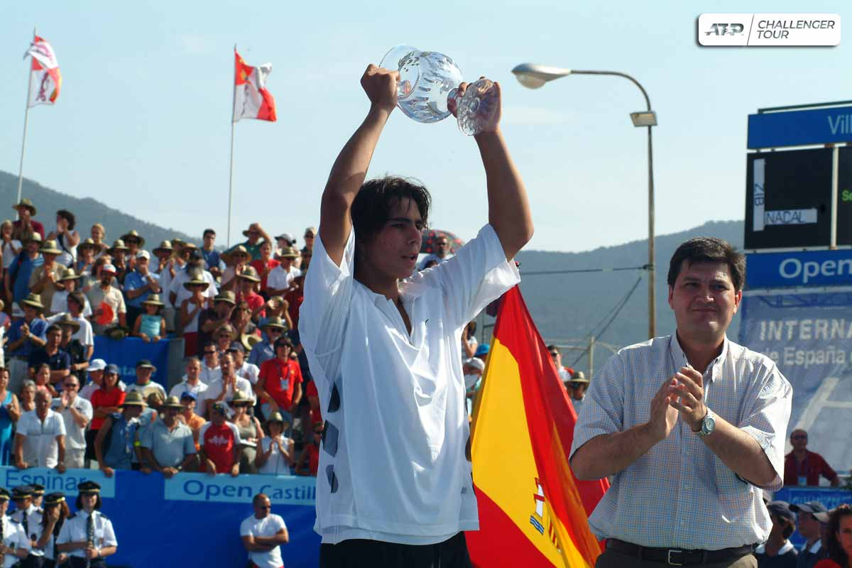 This week would have marked the 30th edition of the historic @Tenis_Espinar in Segovia.  Throwing it back to 2003, when a 17-year-old @RafaelNadal lifted the 🏆 and made his Top 50 debut. The youngest champ in tournament history. 👶🇪🇸 https://t.co/1WL8I2PLOx