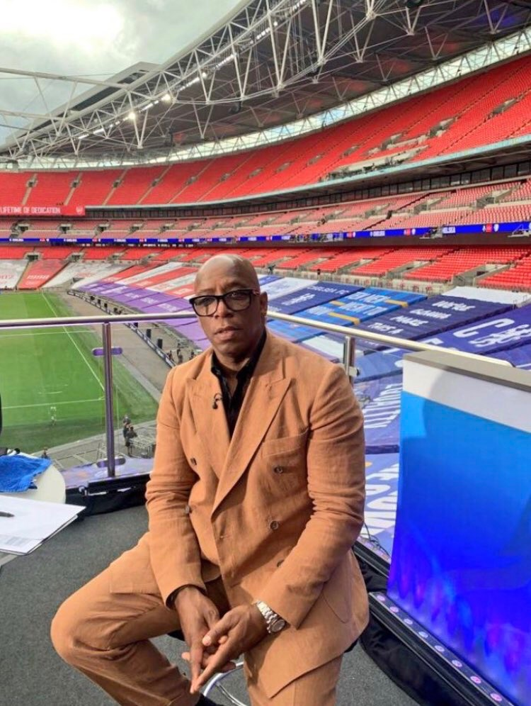 @maazzoc @Lord_Sugar @IanWright0 He's clearly referring to the suit context