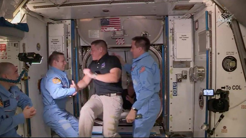 NASA astronauts riding SpaceX capsule poised for weekend return, weatherpermitting https://t.co/mpFGhUSTjL https://t.co/5NX7VjNpRs
