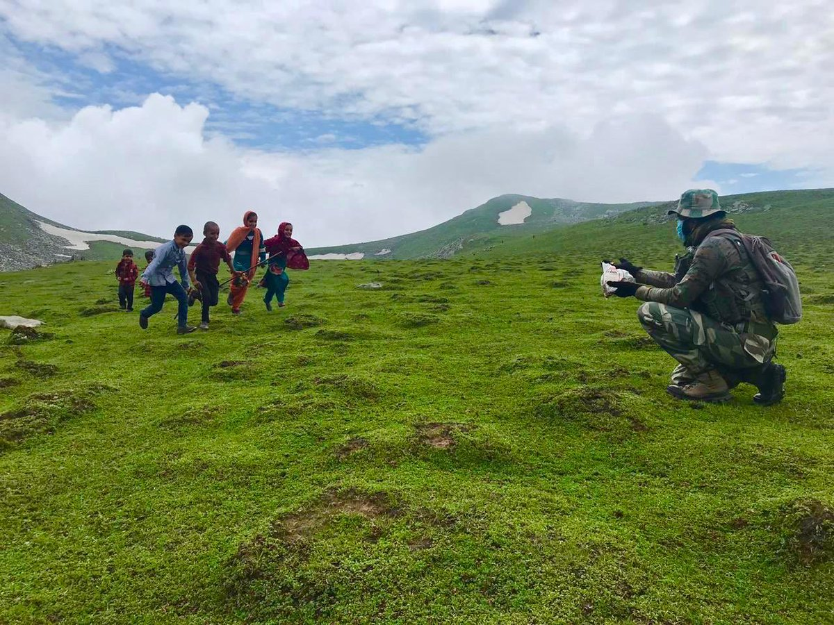 Indian Army brings joy to the faces of Gujjar and Bakarwal children at 12000 feet above sea level in the Pir Panjal Ranges of Jammu & Kashmir. Truly in the spirit of joyous #Eid. Love from the civilians for the bravehearts in uniform. https://t.co/zCQfV2Woww