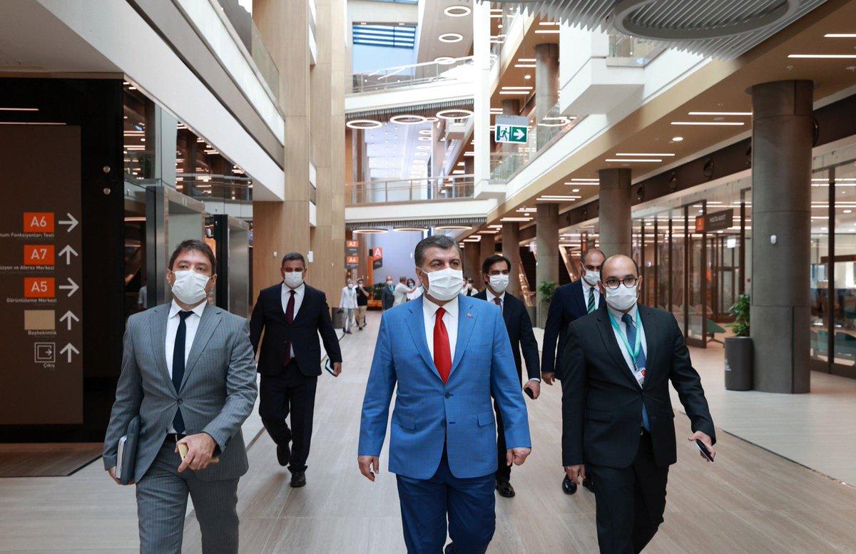 Başakşehir ÇAM VE SAKURA Şehir Hastanesinde hastalarımızı ve sağlık personelimizi ziyaret edip, bayramlaştık. Türkiyede bir ilk olma özelliğine sahip 1.2 TESLA AÇIK MR CİHAZI ile klostrofobisi olan veya obezitesi nedeniyle çekim yapılamayan hastalarımıza burada hizmet veriyoruz.