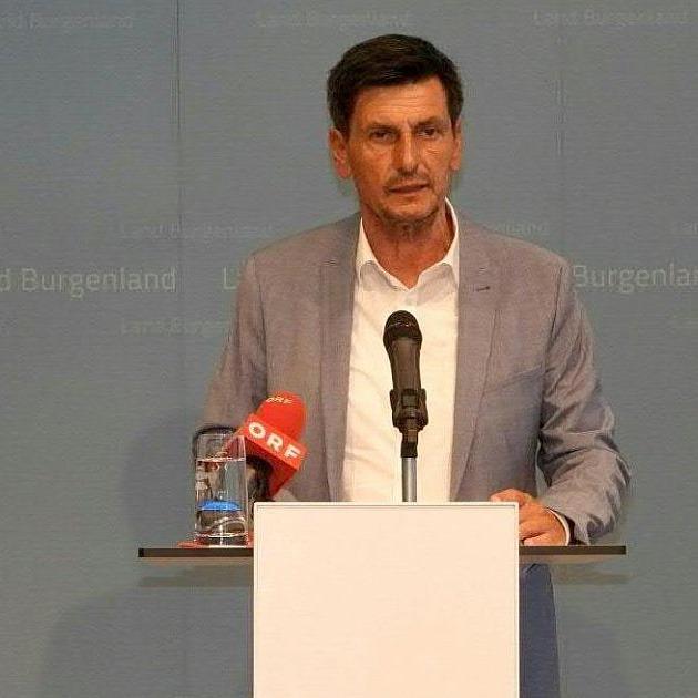 Der burgenländische Landesrat Christian Illedits (SPÖ) ist wegen einer verbotenen Geschenkannahme zurückgetreten. https://t.co/9WdF4nOXB7 https://t.co/R8BLEu6GjO