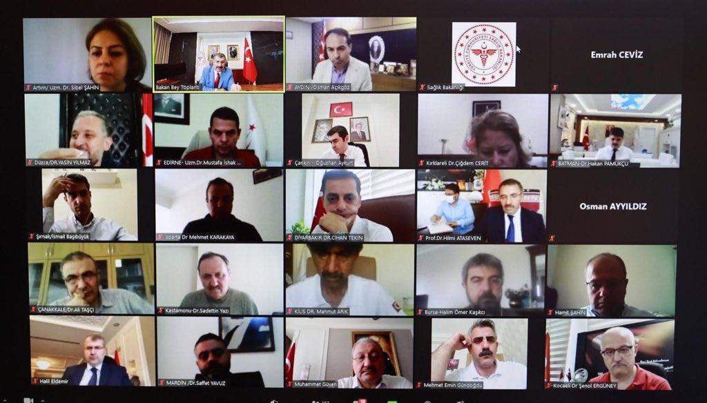 Bayramın ikinci gününde tüm şehirlerimizin İL SAĞLIK MÜDÜRLERİYLE video konferansta bir araya geldik. Salgınla ilgili yeni gelişmeleri, yapılan çalışmaları, COVID-19'un seyrini ele aldık. İl Sağlık Müdürlerimizle bir önceki video konferansımızı 29 Temmuzda gerçekleştirmiştik.