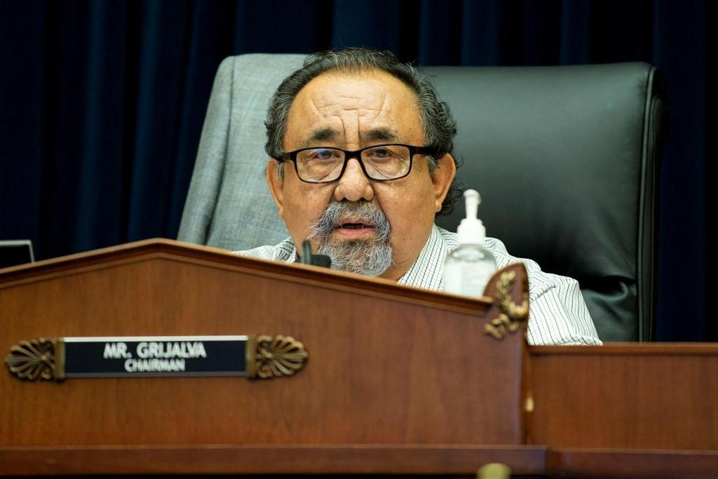 Arizona congressman tests positive for coronavirus https://t.co/a6tg9IXhYw https://t.co/OhhxBAgGfm