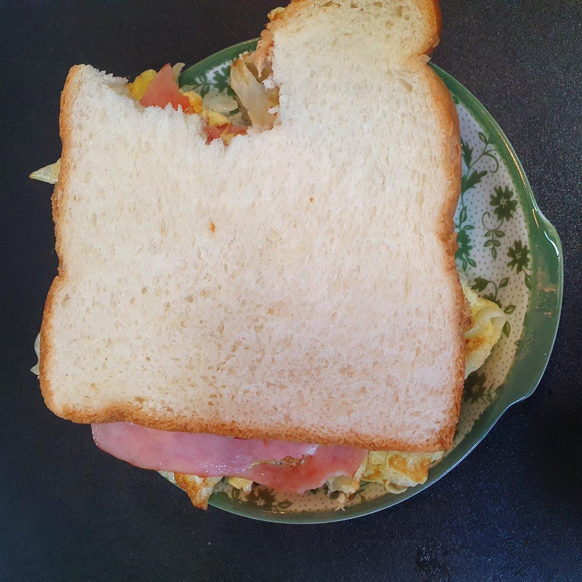#냠냠 #먹트타그램 #토스트 #양배추 #햄 #계란 #치즈 #식용유 #다사왔는데 #우유가없더라고 #ㅠㅠ https://t.co/JzQXQqq9Mf