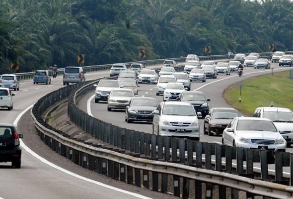 Traffic reported slow moving on major expressways english.astroawani.com/malaysia-news/… #AWANInews #AWANI745 #EnglishNEWS