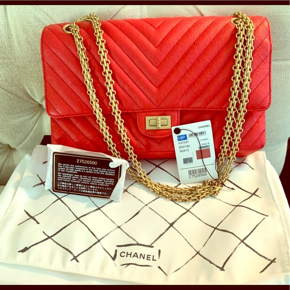 So good I had to share! Check out all the items I'm loving on @Poshmarkapp #poshmark #fashion #style #shopmycloset #chanel #goldengoose #louisvuitton: https://posh.mk/9iP1qEI6B8pic.twitter.com/nbxAe2hA1O