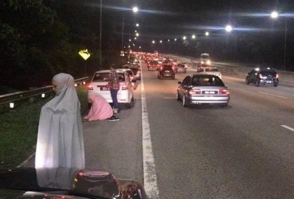 Pengguna lebuh raya KLK diminta jangan solat di lorong kecemasan astroawani.com/berita-malaysi… #AWANInews #AWANI745