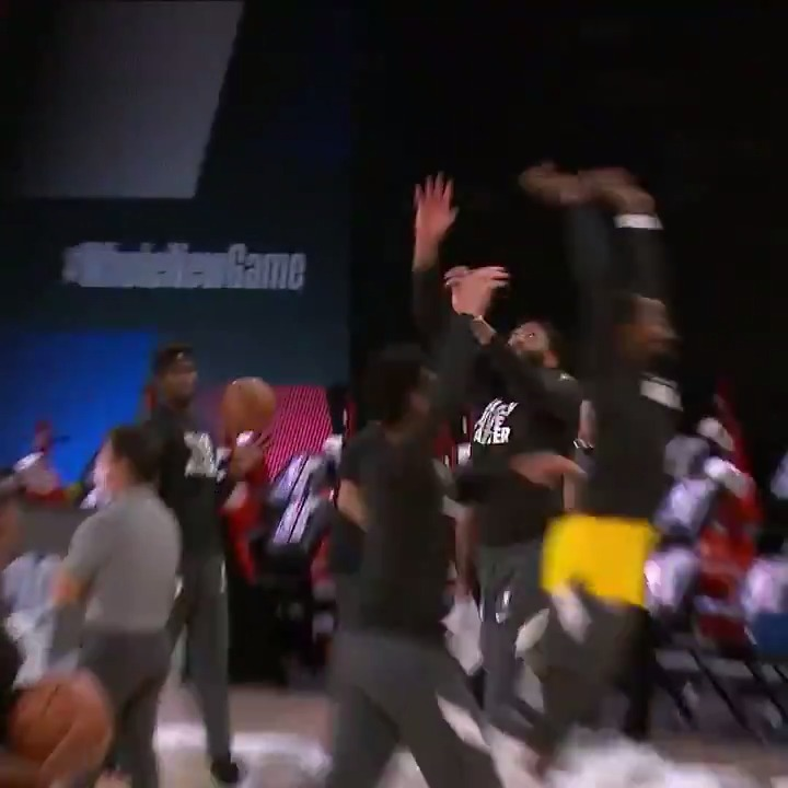 Bron down the field to AD in double coverage 🤣  One-handed grab with the toe-tap! https://t.co/PHw52i0boN