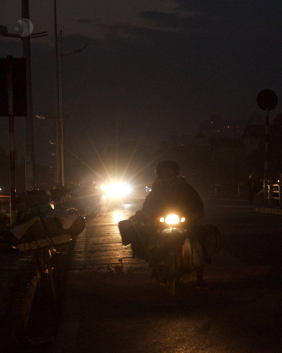 Xuân Dục, Hanoi, Vietnam December 2012  #People #Night #BackLit #Silhouette #XuanDuc #Hanoi #Vietnam #mood #moodygrams #moodnation #raw_moody #ig_myshots #shotzdelight #fatalframes #hey_ihadtosnapthat #YourShotPhotographer #gramofthedaypic.twitter.com/i7PiQ32cq1