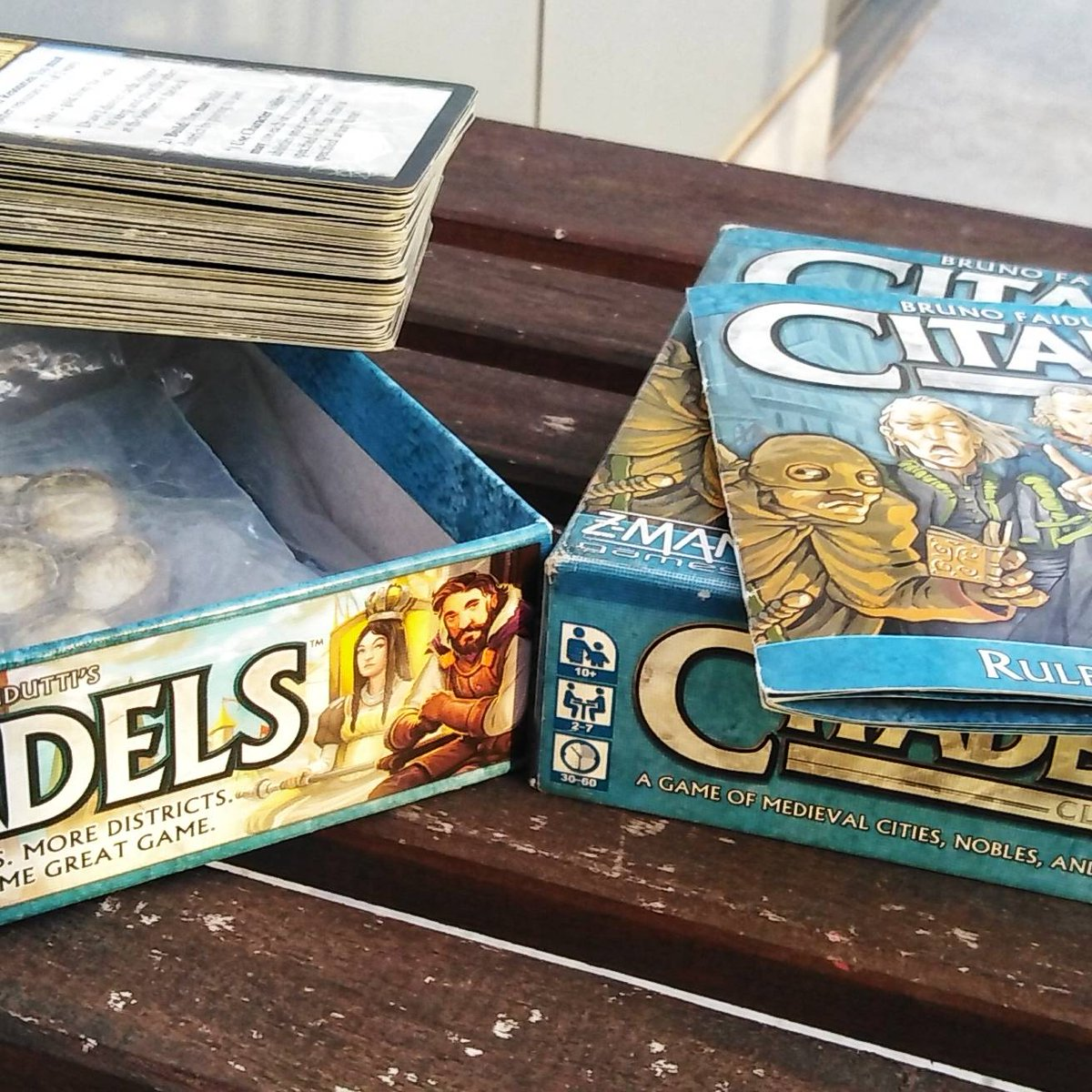 Had fun playing Citadels with the fam. Even better was introducing it to a friend's family (pre-Covid of course) and they haven't stopped playing it since!pic.twitter.com/9fygxmj2d8
