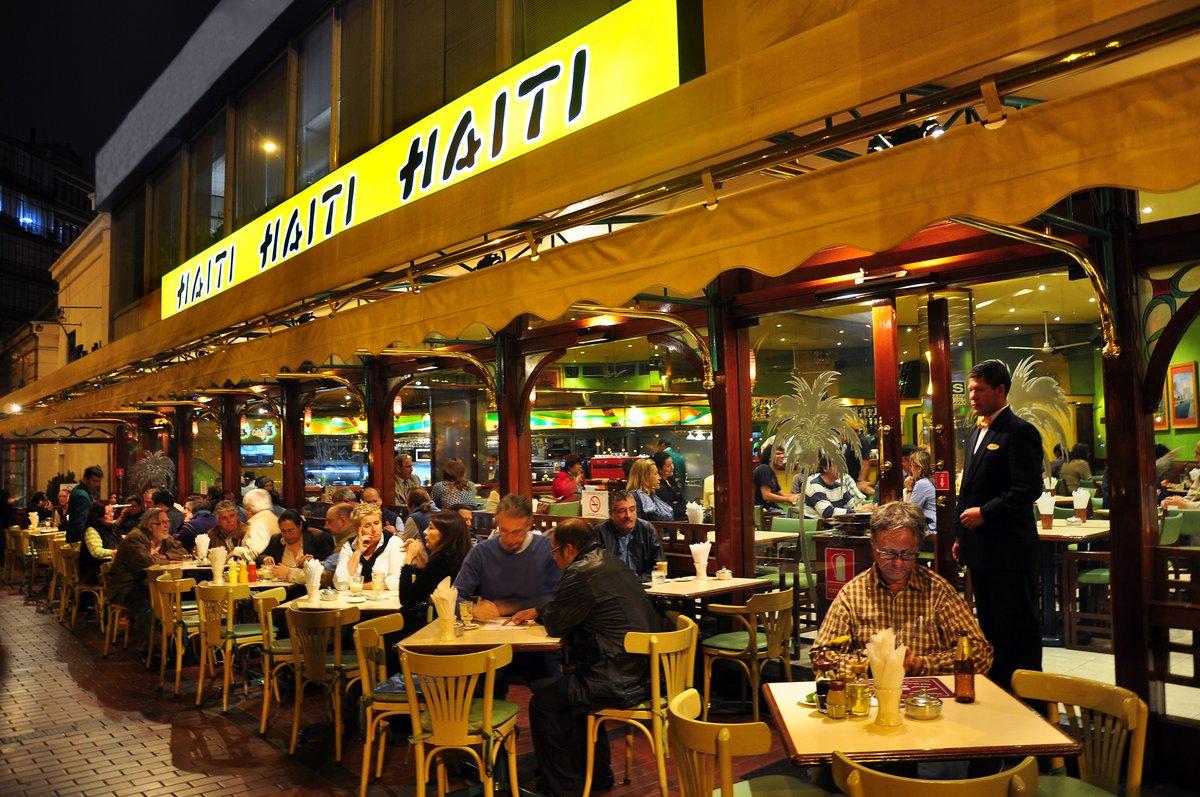CAFÉ HAITÍ: ¡Mozo, otro Bloody mary! Una crónica de ELOY JÁUREGUI   La noticia circula en Lima. El Café, Bar, Restaurante Haití –que ese es su nombre oficial– no se abre más. Y no es justo porque el establecimiento...   https://t.co/Di7zMoepkJ https://t.co/f4a60O07Mr