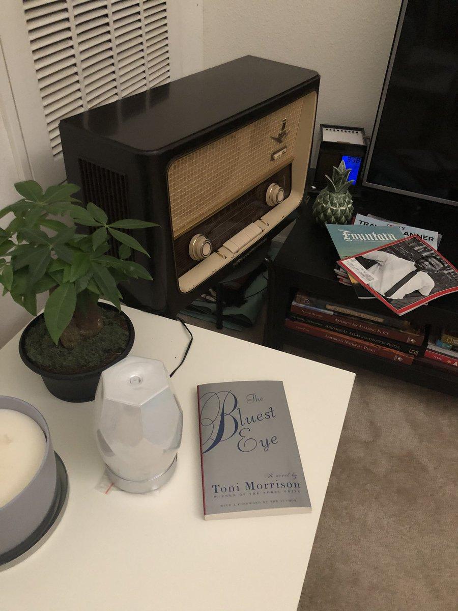 Kitalar arasi  #kitapkulübü'muzun  3. sezon 2. ayinda #ToniMorrison'un En Mavi Goz / #TheBluestEye kitabini okuyoruz... Agustos sonuna kadar vaktimiz var... Haydi gencler...  #kitap #kitapkurdu  #BookClubpic.twitter.com/INZZMIpOEt