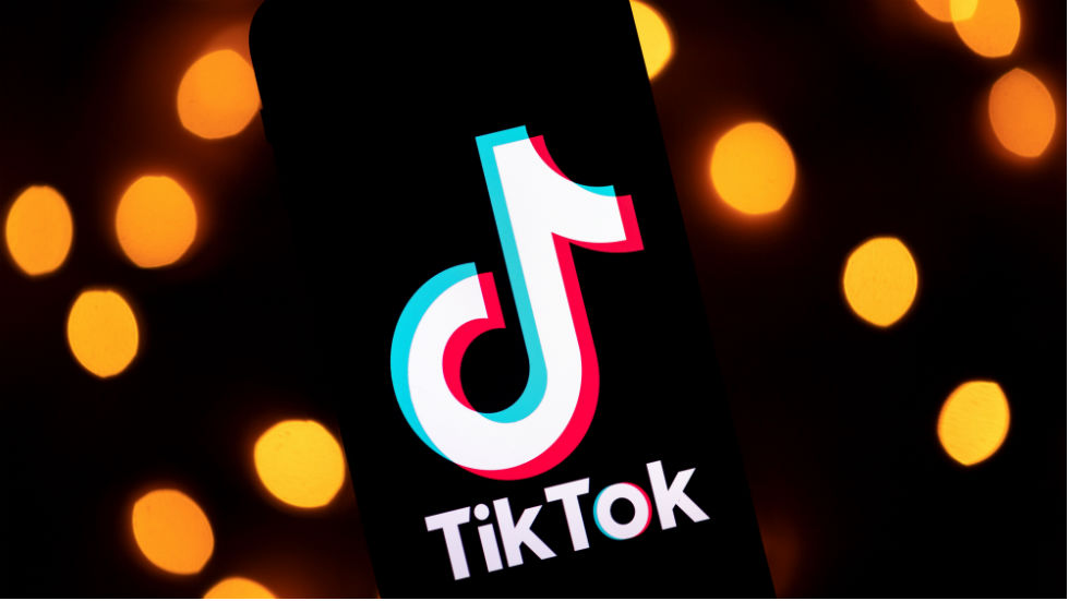 """TikTok responds to Trump: """"We're not going anywhere"""" https://t.co/FMUtIgrhrn https://t.co/SYxEYu2CsW"""