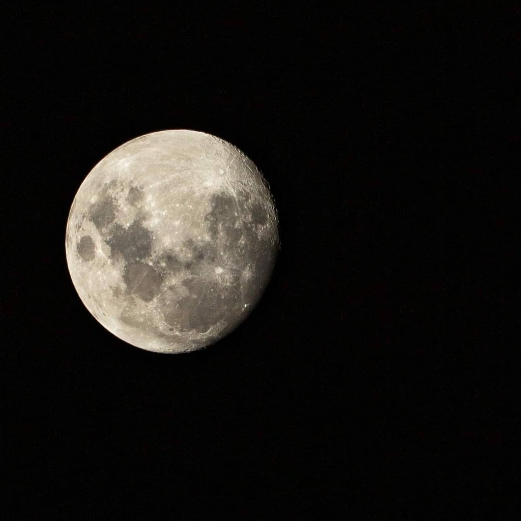 The Moon.  @nasa @spacex  @ulalaunch  @cc365au @erinacamerahouse @canonaustralia  #canonaustralia #canonlovers #canon #photooftheday #snapcoast #instagood #instadaily #photo #photography #comositionkillerz #composition #spacex #ig_australia #art #igsnaps… https://instagr.am/p/CDXzpCDh2q_/pic.twitter.com/YlbEI6srlP