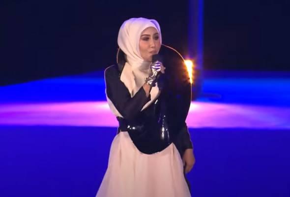 Rupanya ada 4 penyanyi popular lain pernah berhasrat nyanyikan lagu keramat Malaysia ini... Insan di sebalik lagu Standing In The Eyes Of The World imbas cerita lama #AWANInews #SantaiHujungMinggu astroawani.com/berita-dunia/i…