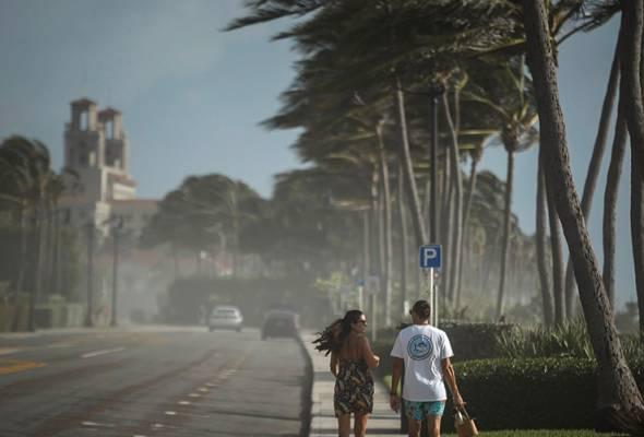 Taufan Isaias dijangka kembali kuat - Gabenor Florida astroawani.com/berita-dunia/t… #AWANInews #AWANI745
