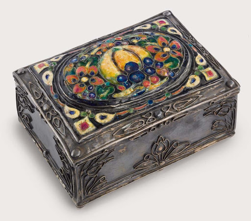 Silver box with enameled lid, 1910-1937 by Elizabeth Copeland, one of the many prominent women jewellers and metalsmiths in Boston, US at the turn of the 20th century, in the Arts and Crafts movement #womensart