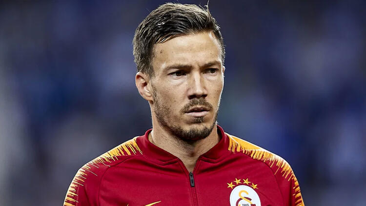 Galatasaray'da son dakika! Martin Linnes ayrılmayı düşünüyor: Galatasaray'ın yeni sağ beki Omar Elabdellaoui oldu. 2+1 yıllık bu anlaşma sonrası ise Martin Linnes'in bu transfere bozulduğu ve takımdan ayrılmayı düşündüğü ortaya… https://t.co/xpFgd9HkIq #Türkçe #SonDakika #Gündem https://t.co/UbrfotMOS1