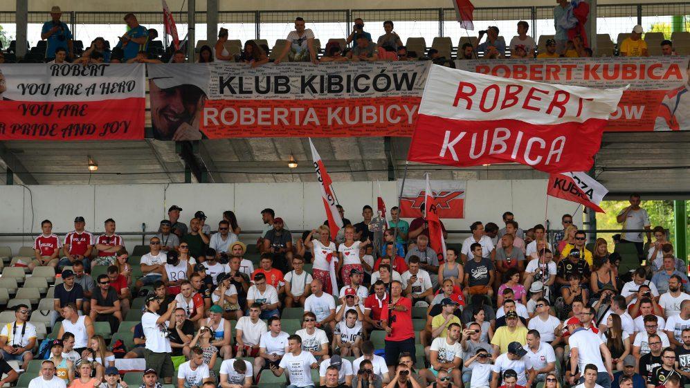 Kartka z kalendarza : Dziś mijają 3 lata od testu Roberta w bolidzie #Renault na Hungaroringu. Merci @RenaultF1Team ❤️  #RK88 #RobertKubicaKlub #robertkubica #Kubica #Orlen #F1 #ElevenF1 #ORLENTeam @PKN_ORLEN @DanielObajtek @TeamORLEN @alfaromeoracing @BMWMotorsport @AnnaZiobron https://t.co/sydovr0q0J