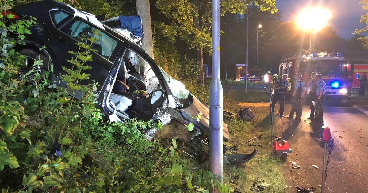 Ein 32-jähriger Autofahrer ist bei einem #Unfall in #Meckenheim in den frühen Morgenstunden ums Leben gekommen. https://t.co/xxzAY8VmZM https://t.co/PjLSzvADBA