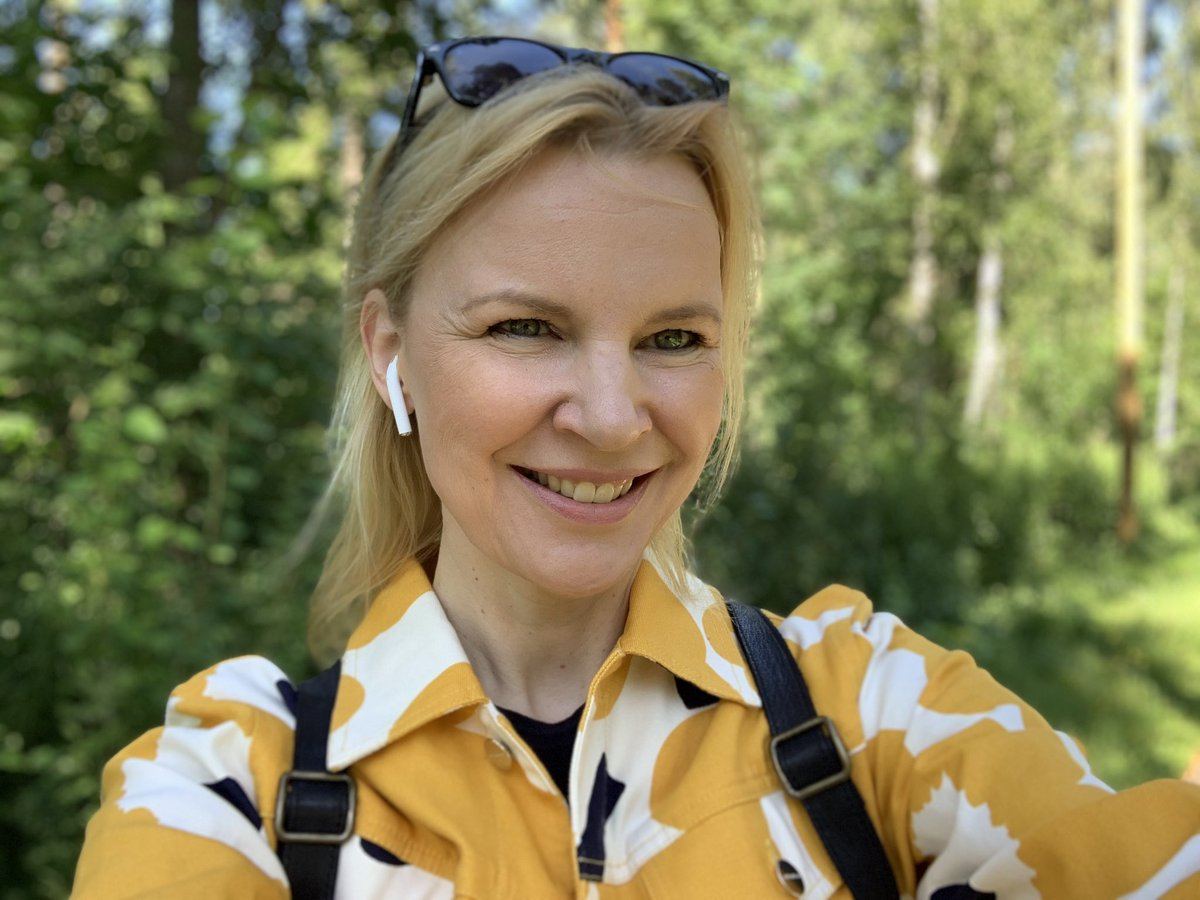 It's August and I can't help worrying about what the autumn has in store as schools open again. But I have my yellow Unikko jeans jacket to console me. #COVID-19 #schoolsopen #marimekko #unikko #august #fashionaddict pic.twitter.com/AUs6W0aSWM