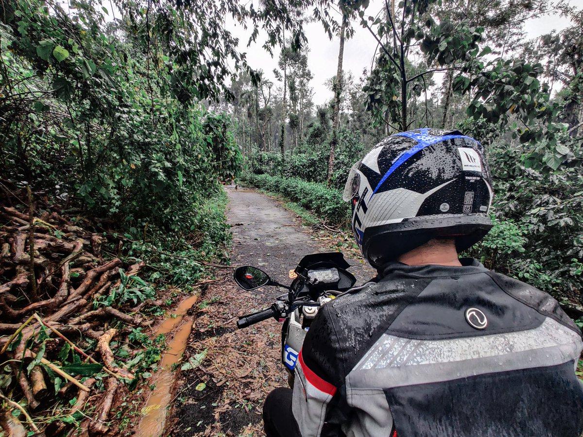 Make Life A Ride . . . #MakeLifeARide #BMW #bmwmotorrad #travel #Traveller #adventure #bike #motoblogger #blogger #photography #naturepic.twitter.com/wBNd80fIe4