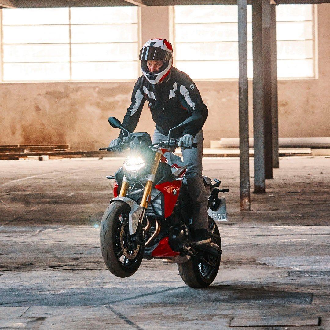 Con el manejo directo y preciso que te da la #F900R no dejaras de conquistar nuevos desafíos.   Ven a #BMWMotorradMetepec https://bit.ly/CómoLlegarAMotorradMetepec…                                                                                                                   #MakeLifeARide pic.twitter.com/crthVc5MqI