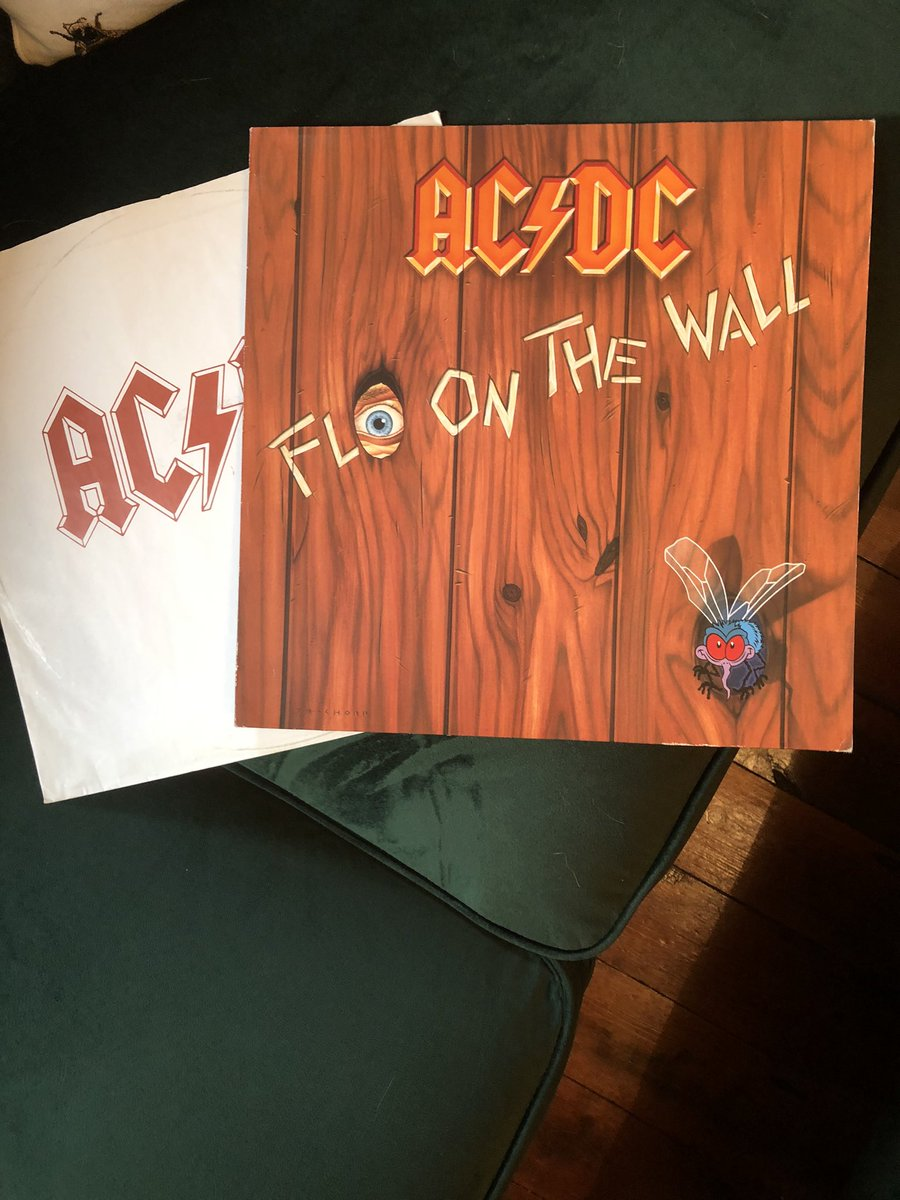 Music to nod your head to. #acdc #flyonthewall #vinylpic.twitter.com/0qXaJoiTDN