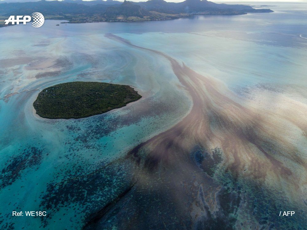 An ecological disaster is unfolding in Mauritius. Hard to imagine a more ruinous tragedy for an island nation #MauritiusOilDisaster @AFPphoto @AFP https://t.co/PUY5v0f45j