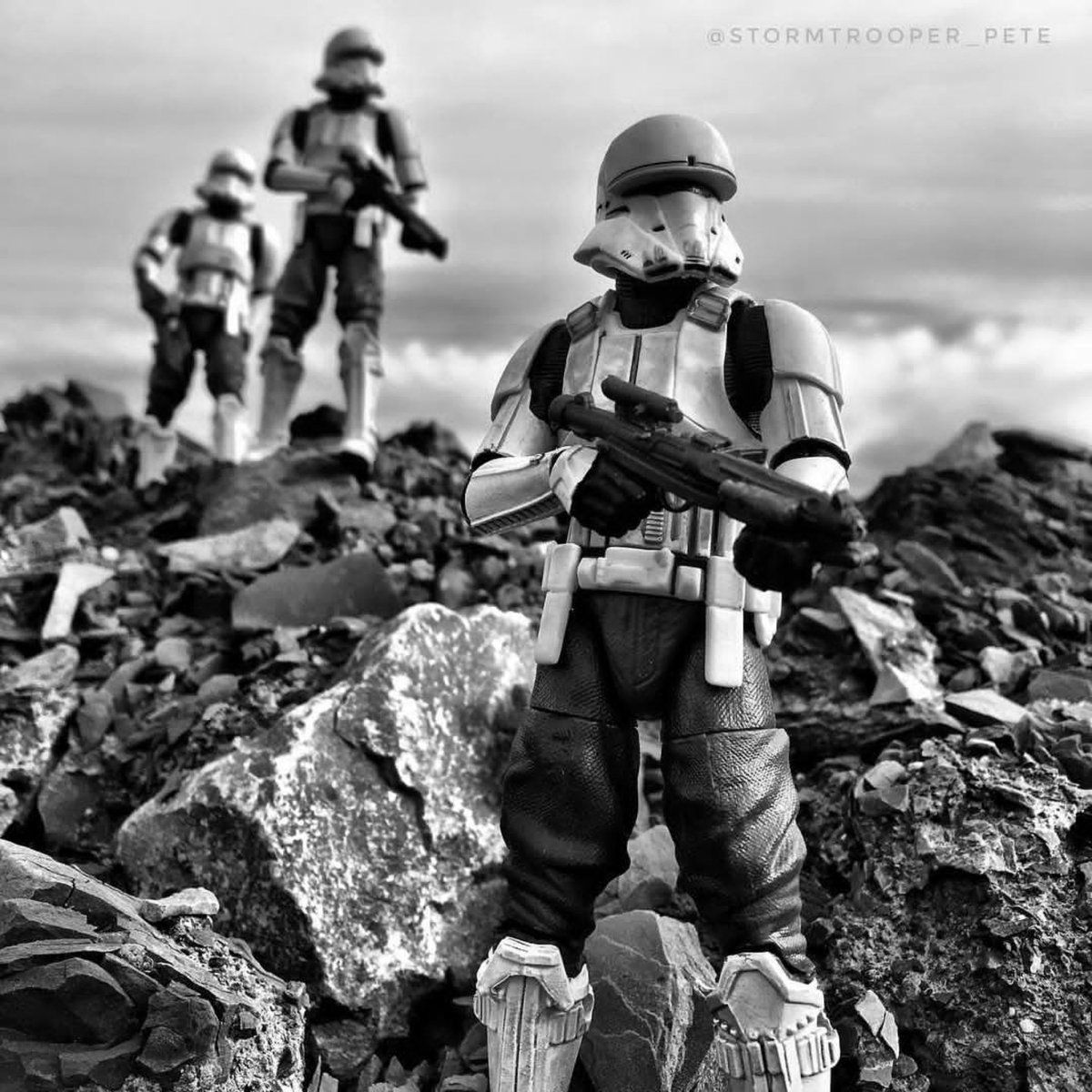 Happy #StormieSunday, luvs. #StormieDelight #Tanktrooper #RogueOne #StarWars #toyphotography by Stormtrooper Pete on Instagrampic.twitter.com/NoTmAg01Dx