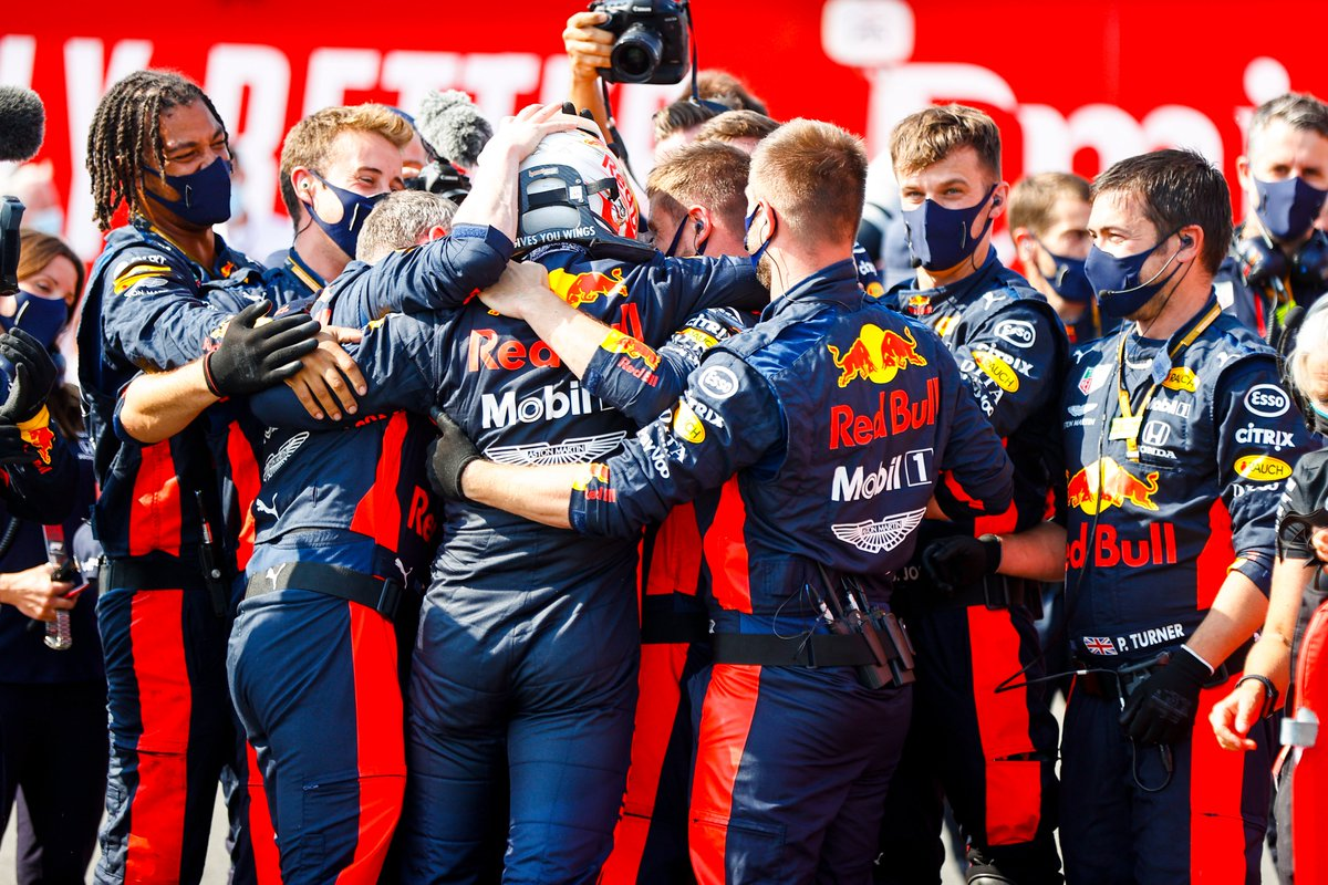 This team 🤜🤛 Making all the right calls @redbullracing 👏 Thank you   #F170 🇬🇧 #PoweredByHonda https://t.co/qH9rzYoZkS
