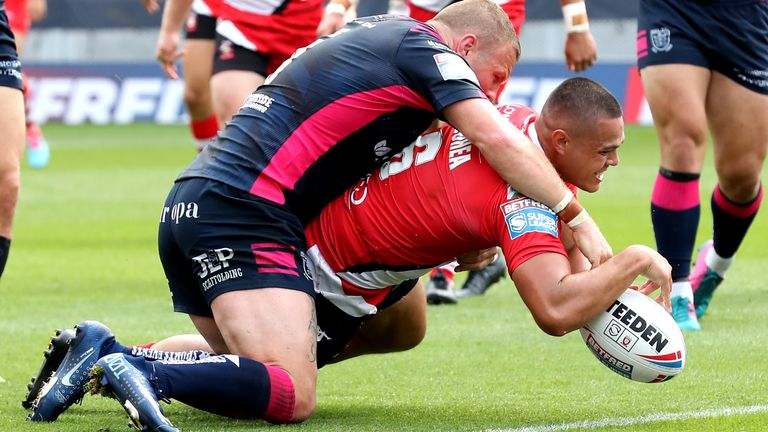 HIGHLIGHTS: Tui Lolohea starred as Salford Red Devils registered a big win over Hull FC: trib.al/BrEvCvc