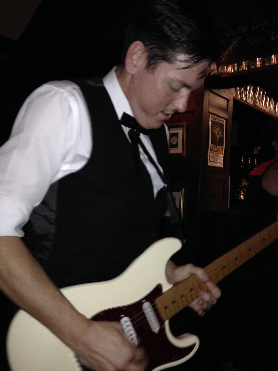 Gary doing his thing #smokinacesuk #rocknroll #fenderstratocaster #fenderguitars #fenderstrat pic.twitter.com/99Fyd3MNIL