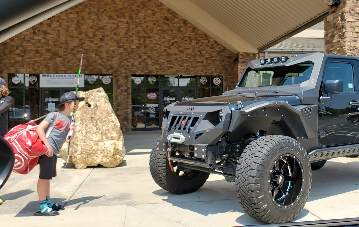 """Check this #allwheeldrive #Jeep #Wrangler #Rubicon #Grumper w/ #foxsuspension by #FabFours #FABFoursGrumper @fabfoursinc @foxracing parked right upfront @xicenter in #IndianTrail . Enjoy your Sunday """"We are what we repeatedly do. Excellence, then, is not an act, but a habit.""""pic.twitter.com/VNPc8zz6CZ"""