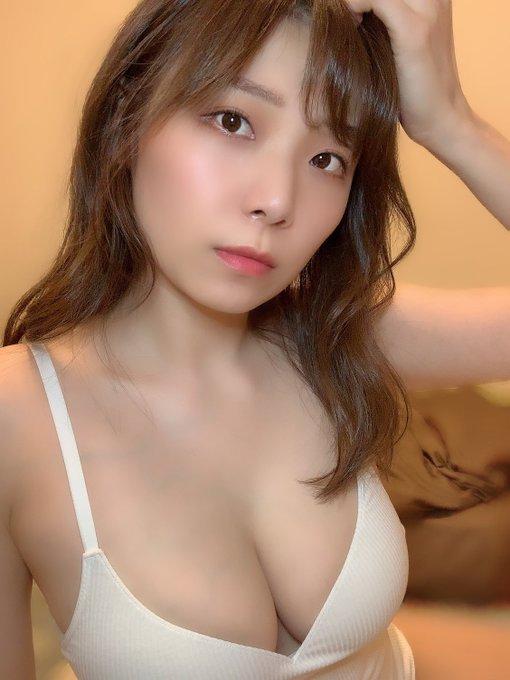 グラビアアイドル三井里彩のTwitter自撮りエロ画像2