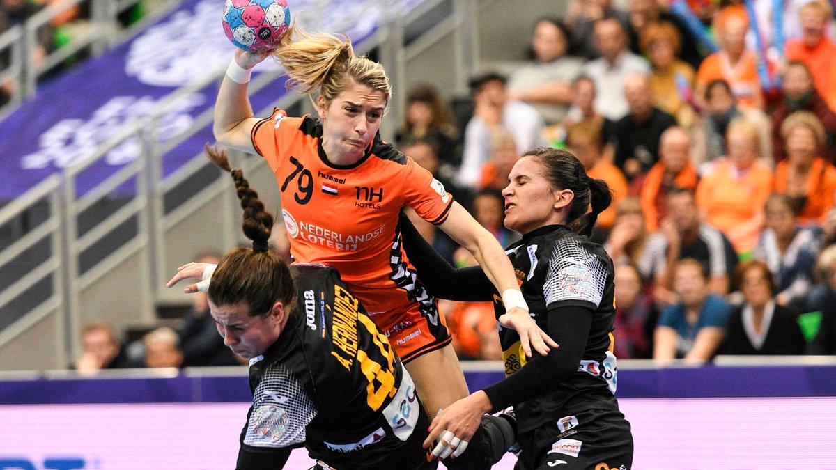 La 'MVP' del pasado Mundial femenino de #balonmano, la holandesa Estavana Polman, primera baja de la nuerva temporada https://t.co/6Dmc4fYGtJ https://t.co/NkYCxjfk2O