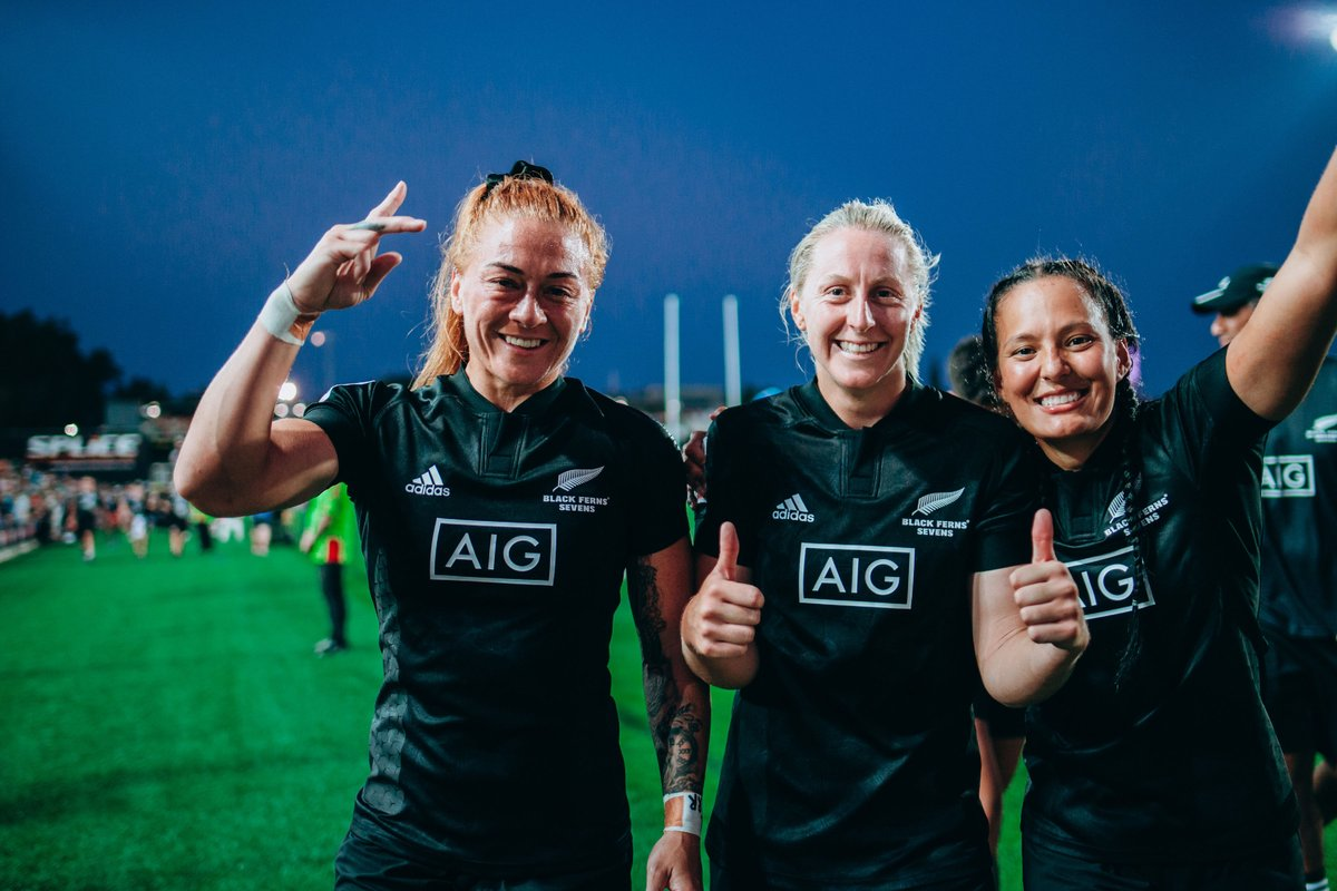 A sisterhood on and off the pitch. #NationalSistersDay #HSBC7s