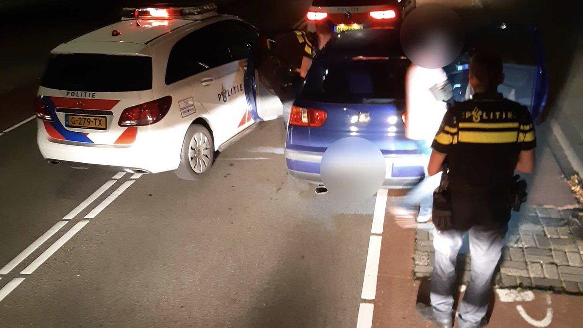 De politie in Den Bosch heeft in de nacht van zaterdag op zondag een automobilist aangehouden voor meerdere overtredingen..