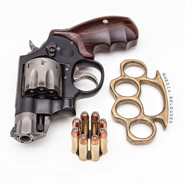 "As #Borat would say, ""Very nice..."" #weapons #weaponsreloaded #brassknuckles #guns #gunsofinstagram #gunsdaily #2A #gun #personaldefense #EDC #alwaysreadypic.twitter.com/MAYwdo3BLI"