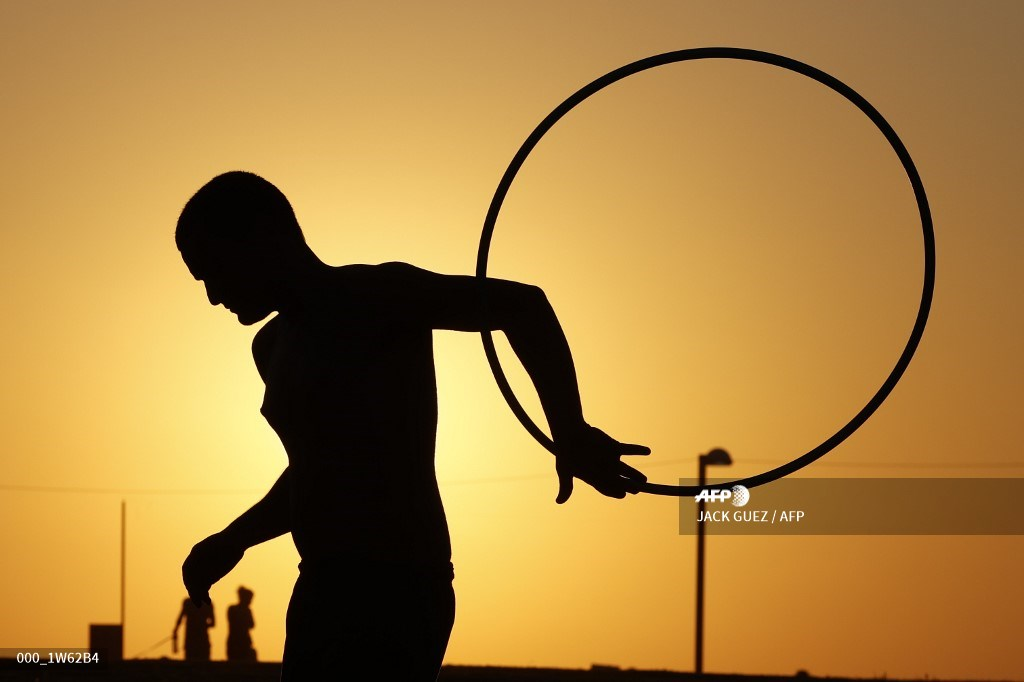 #Israel  A man performs with a hula hoop near a beach in Tel Aviv   📷 Jack Guez #AFP https://t.co/JwrTa04lCy